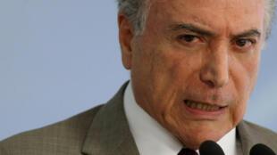 """Michel Temer é """"suspeito de travar as instituições"""", diz Les Echos"""