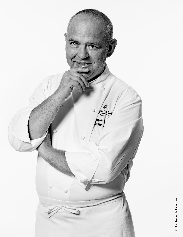 香格里拉擔任廚師的米其林星級廚師克里斯托夫·穆雷(Christophe Mouret)