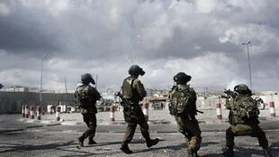 Tirs de gaz lacrymogènes par les forces armées israéliennes à Ramallah, le 23 septembre 2011.