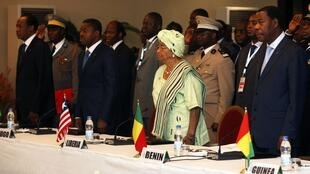 Ecowas delegates warn Mali coup leaders they face increasing isolation if order is not restored