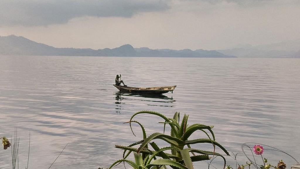 Ziwa Kivu linalogawa nchi ya DRC na Rwanda