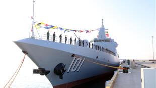 """图为中国海军新入役055型驱逐舰""""南昌舰"""""""
