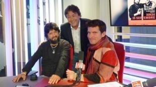 Chicuelo y Marco Mezquida con Jordi Batallé en los estudios de RFI