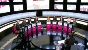 Seuls les candidats crédités de moins de 5 % des intentions de vote étaient présents, lors du débat sur le plateau de l'émission Mots croisés, le 16 avril 2012.