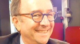 Marcelo Balsells en los estudios de RFI en París.