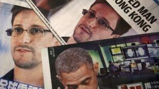 En fuite à Hong Kong après ses révélations, Edward Snowden avait fait la Une des journaux locaux en chinois et en anglais, où sa photo s'affichait à côté de celle de Barack Obama, le 11 juin 2013.
