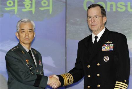 Bộ trưởng Quốc phòng Hàn Quốc Han Min Koo và Đô đốc Mỹ Miker Mullen tại Seoul. Ảnh tư liệu chụp ngày 08/12/2010.