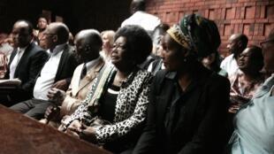 La famille de Nokuthula Simelane, assassinée en 1983, assiste au procès des assassins présumés qui s'est ouvert ce vendredi matin à Pretoria.