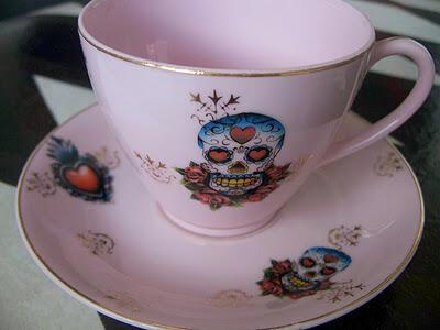 """Tomar uma xícara de chá com uma fatia de bolo é um dos métodos para """"adoçar"""" a conversa sobre a morte."""