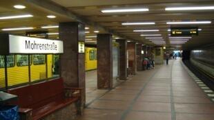 La station de métro Mohrenstrzasse débaptisée à Berlin en Allemagne.