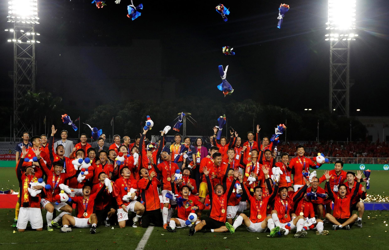 Các cầu thủ U22 Việt Nam giành huy chương Vàng Sea Games sau trận chung kết trên sân vận động Rizal Memorial, Manila, Philippines ngày 10/12/2019.