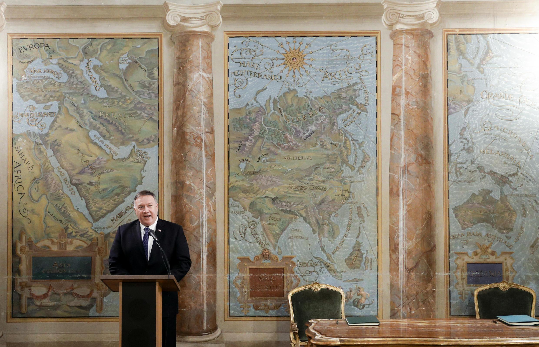 El Secretario de Estado de Estados Unidos Mike Pompeo pronuncia un discurso durante la ceremonia de firma del Protocolo de Minería, Agricultura y Construcción (MAC) en la Villa San Sebastiano en Roma el 1 de octubre de 2020.