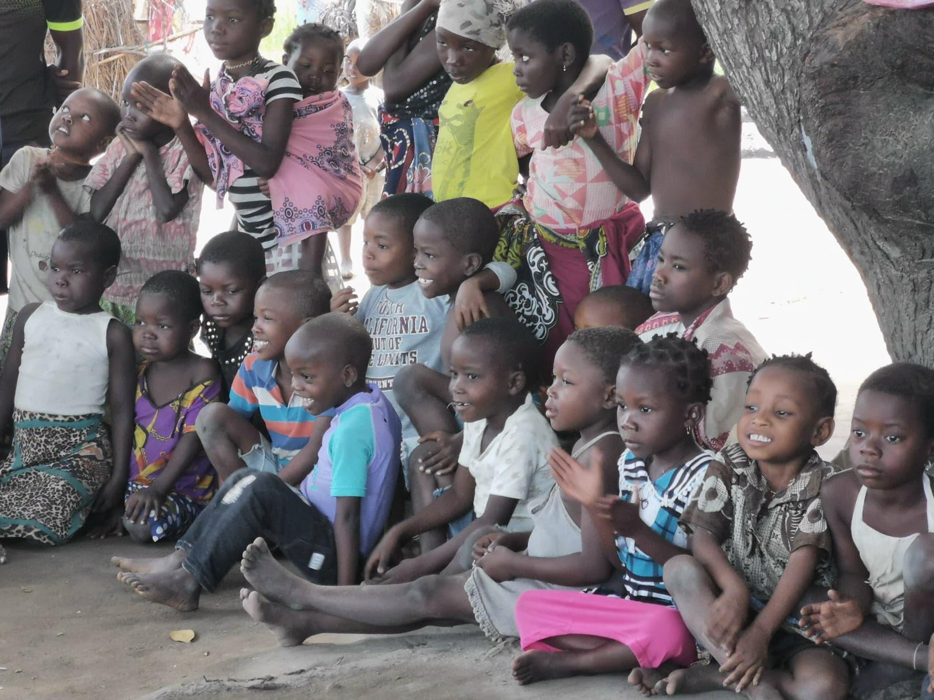 crianças de Metuge