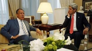 John Kerry, secrétaire d'Etat américain (d.) et Sergueï Lavrov, ministre russe des Affaires étrangères, se sont rencontrés ce lundi 27 mai à Paris.