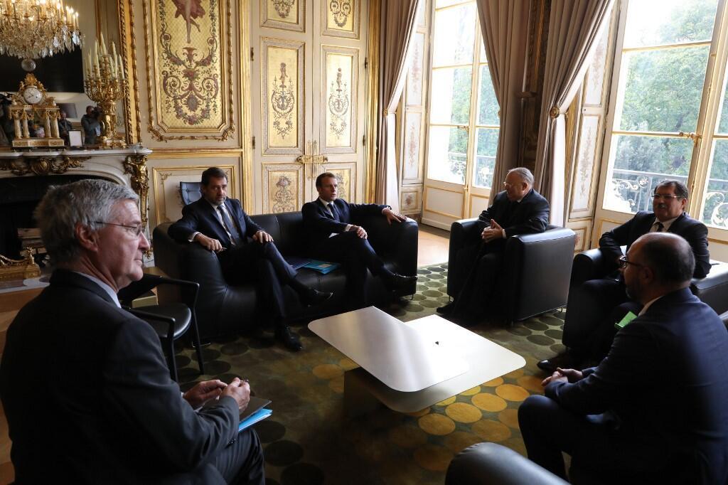 Emmanuel Macron durante um encontro com representantes do CFCM, o Conselho francês do Culto Muçulmano