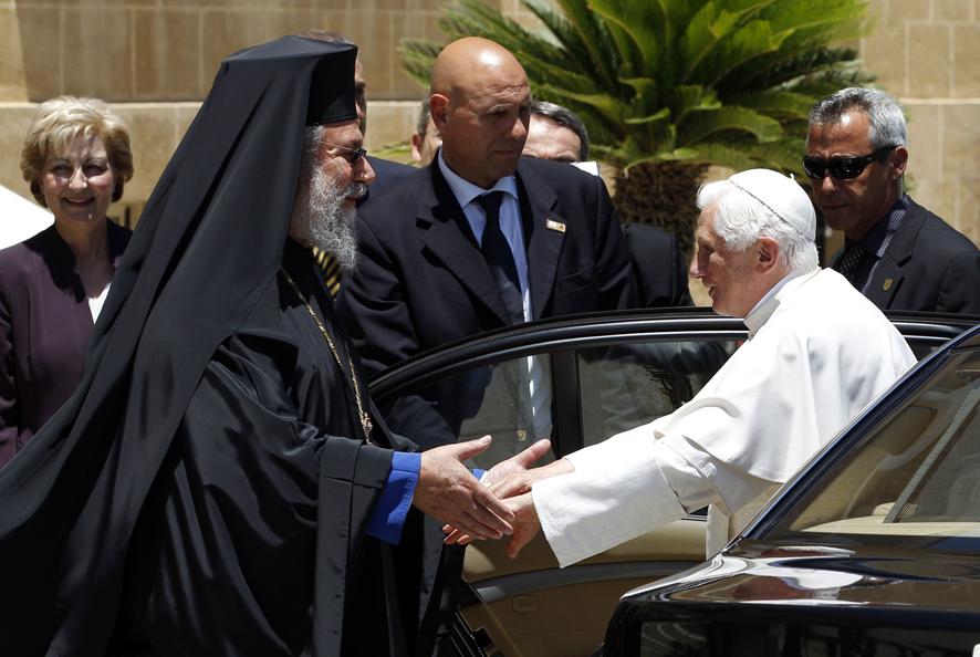 Папа Римский на Кипре встретился с и главой Православной церкви Кипра архиепископом Хризостомом II.