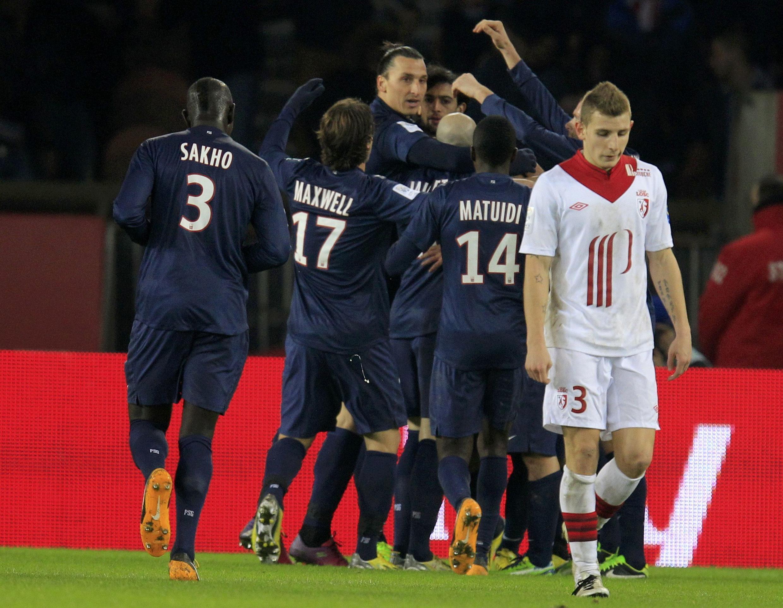 Equipe do PSG comemora vitória sobre o Lille.