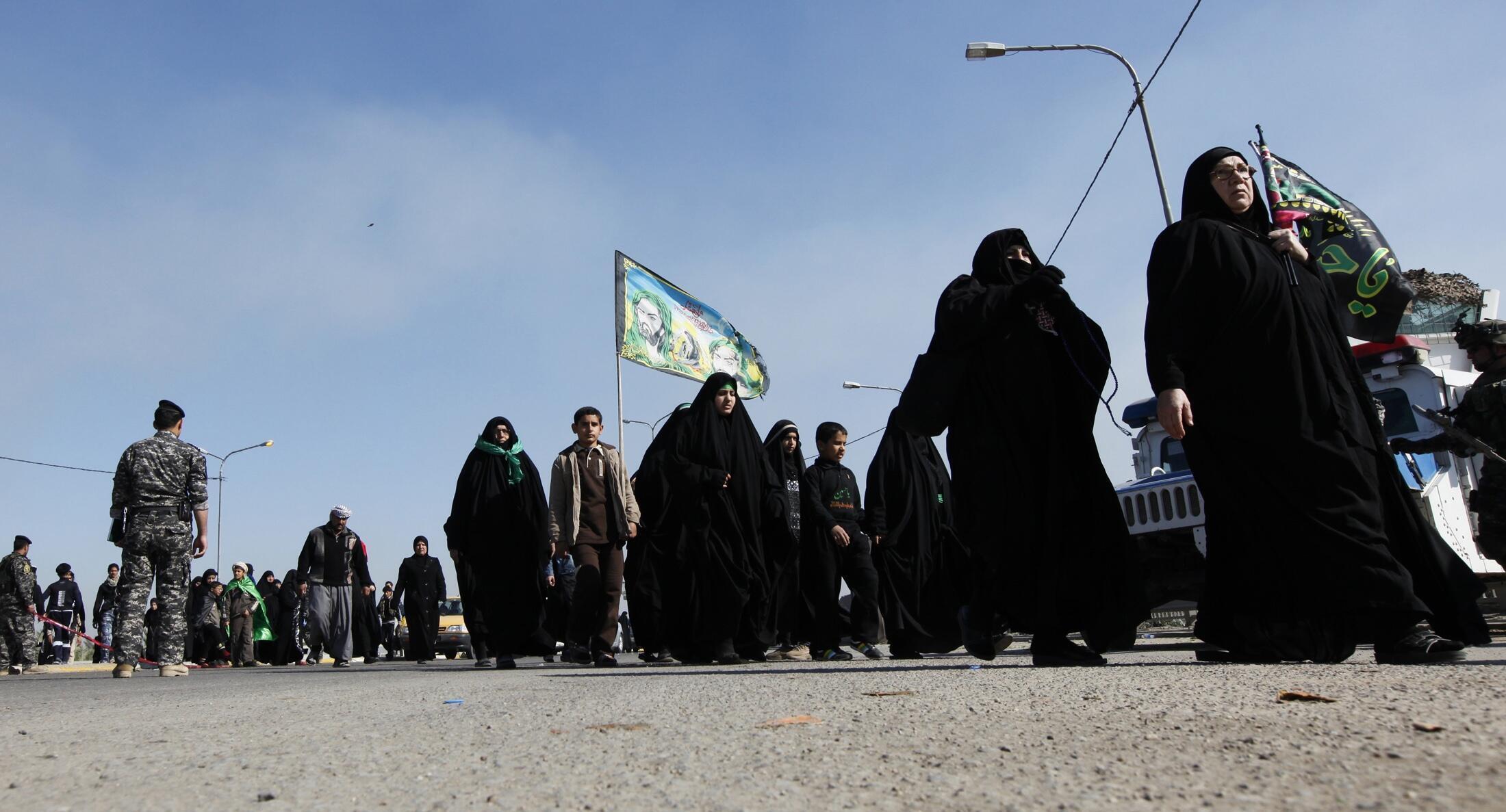 Pèlerins en route pour le pèlerinage chiite de Kerbala