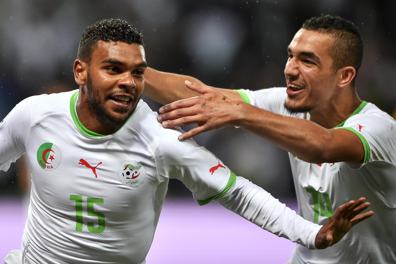 Hilal Soudani (g) et Nabil Bentaleb lors du match amical contre la Roumanie avant le Mondial 2014 au Brésil.