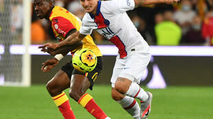 PSG midfielder Marco Verratti (right) says PSG must show no fear in their Champions League match at Manchester United.