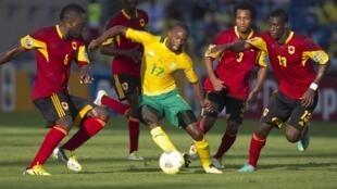 South Africa's Bernard Parker (C) dribbles the ball past Angola's Dede (L), Pirolito, Lunguinha (2nd R) and Bastos (R)