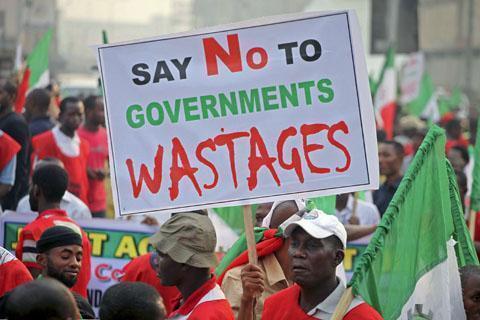 Wananchi wa Nigeria wakiandamana kupinga Ruzuku ya mafuta iliyoongezwa na serikali