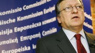 O presidente da Comissão Europeia, José Manuel Barroso, faz advertência à Hungria, nesta terça-feira.