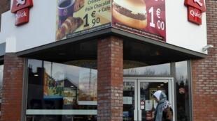 Restaurant Quick à Roubaix, février 2010. L'alimentation halal, un créneau en plein développement en France