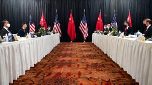 Reunião entre representantes dos EUA e da China, em Achorage, no Alasca.