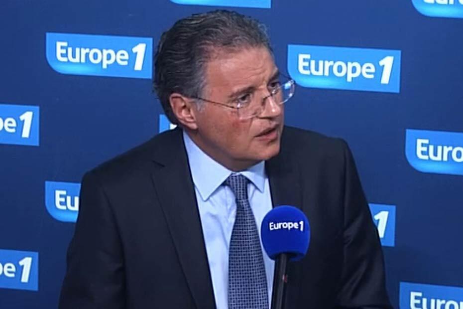 Начальник уголовной полиции Парижа Бернар Пети на радиостанции Европа-1