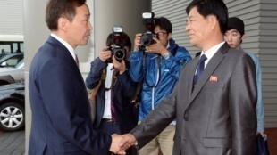 韩国与朝鲜代表团举行重启开城工业园区谈判(2013年7月15日)