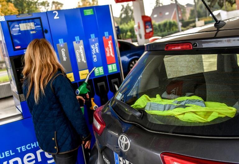 La hausse du prix du carburant suscite un mouvement de colère de fond dans la population.