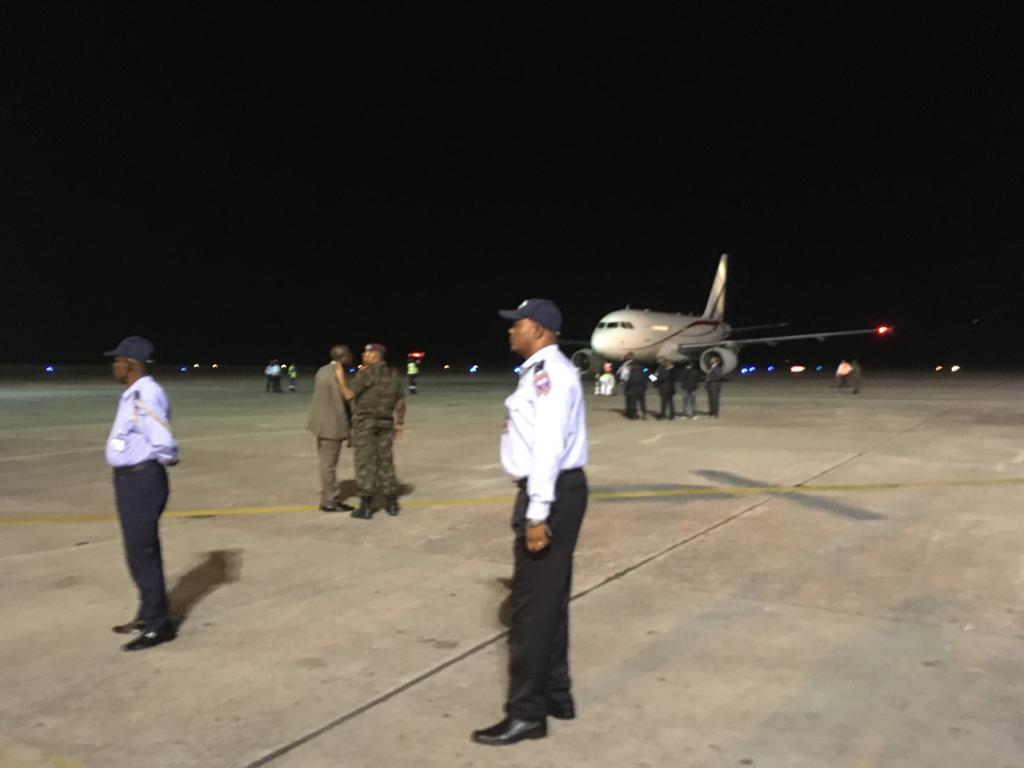 L'avion rapatriant la dépouille mortuaire d'Étienne Tshisekedi sur la piste de l'aéroport de Kinshasa.