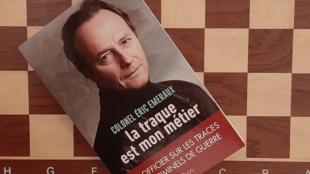 La couverture de «La traque est mon métier», aux Éditions Plon.