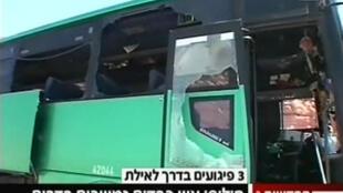 Autobús que fue atacado por hombres armados en el sur de Israel el 18 de agosto de 2011.