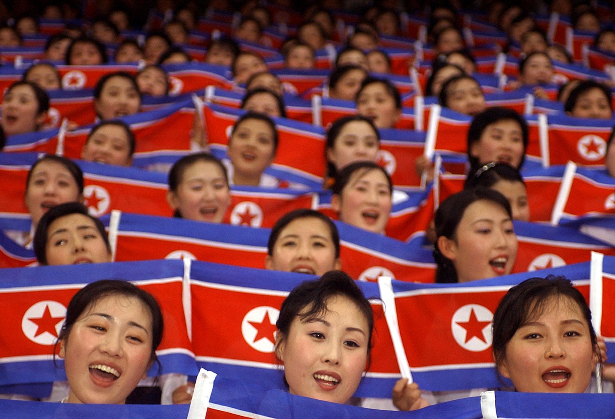 Les célèbres pom-pom girls nord-coréennes (ici en 2003), ambassadrices de charme du régime, seront donc aux JO d'hiver en Corée du Sud.