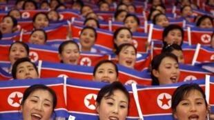 Las pom-pom girls norcoreanas (2003), que estarán presentes en los JO surcoreanos.