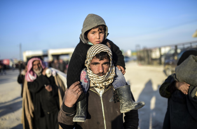 В пятницу, 5 февраля, тысячи сирийских беженцев оказались на посту Баб аль-Салама у турецкой границы