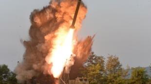 朝鮮從江原道元山北部一帶向東部海域發射不明飛行器。