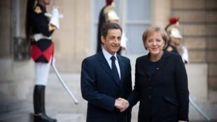 Nicolas Sarkozy et Angela Merkel, le 11 novembre 2009.