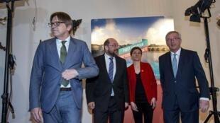 (De g. à d.) Guy Verhofstadt, Martin Schulz, Ska Keller et Jean-Claude Juncker à Maastricht, le 28 avril 2014.