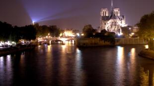 A capital francesa mostra suas opções para baladas noturnas.