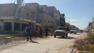 Forças militares leais ao governo no leste da Líbia em uma rua de Benghazi, Líbia, 23 de fevereiro de 2016.