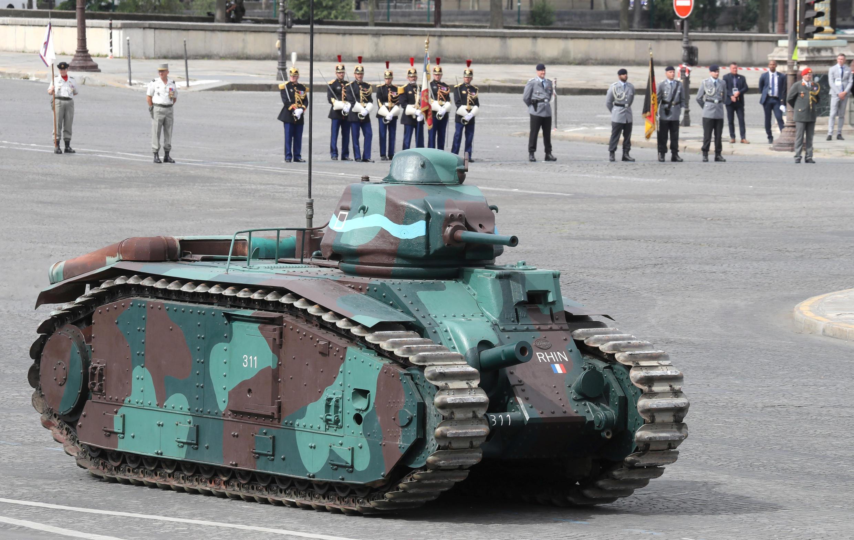 Французский танк B1. Национальный праздник Франции. Площадь Согласия в Париже 14 июля 2020.