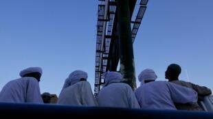 (Illustration) Des habitants de Khartoum Nord se rendent à un mariage sur la plateforme d'un camion, février 2020.