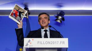 François Fillon se negó a contestar las preguntas de los jueces y leyó una declaración asegurando que no se trataba de empleos ficticios.