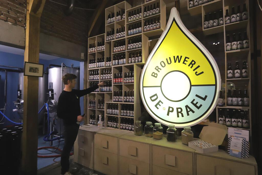 À la brasserie Prael à Amsterdam, on brasse la bière à l'eau de pluie récupérée et filtrée.