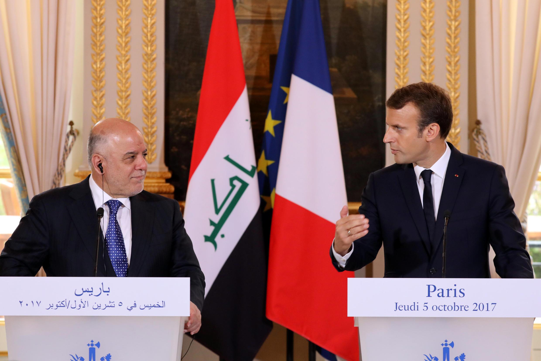 Le Premier ministre irakien Haïdar al-Abadi et son homologue français Emmanuel Macron, au Palais de l'Elysée à Paris, le 5 octobre 2017.