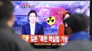 Sul-coreanos acompanham pela televisão o anúncio de teste nuclear realizado pela vizinha Coreia do Norte