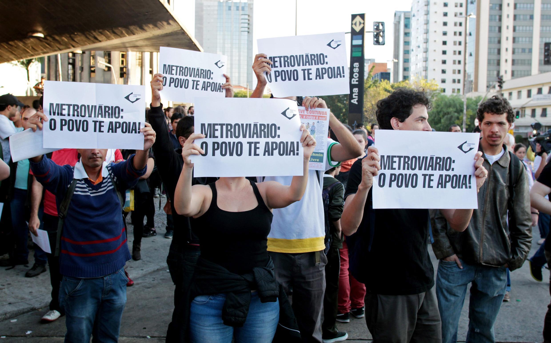 Wasu masu zanga zangar a Sao Paulo dake Brazil